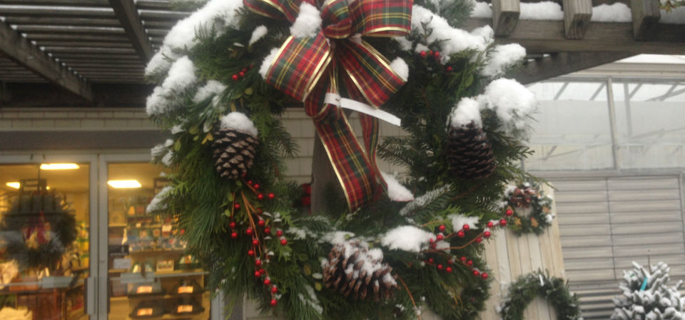 snowy-christmas-wreath-store